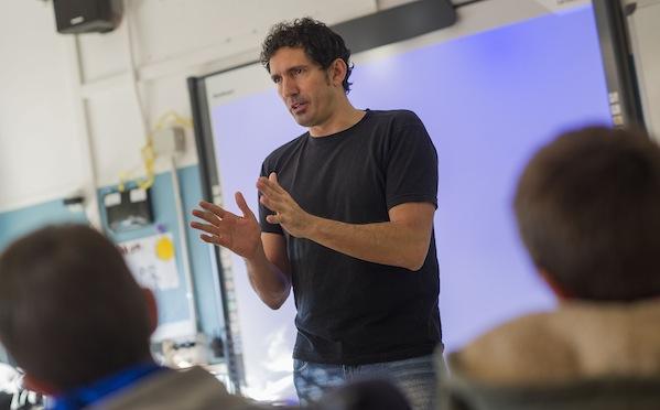 César Bona imparte charla en Lacus Aragón sobre superar retos