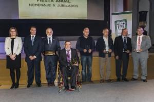 Foto de grupo homenajeados y distinciones con Presidente y Vicepresidenta